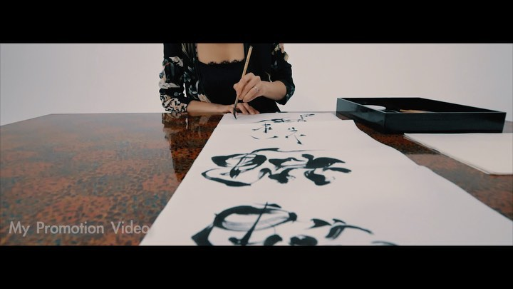 【My New Reel VideoSwipe to see rest of the video】It has been two and a half years since I started focusing on my new dream of working as a calligraphy artist out of Japan and more towards the world. I put together a new videos of my activities so far.I wonder what place, with what people, and what value will I be able to create around the world?I ask myself these questions and keep focusing on these hopes until the pandemic is over! Hope everybody keeps their patients until things settle downThank you to everyone who's been supporting me since I started this challenge!  And thank you to all the performers, musicians, and artists I've collaborated with. I can't wait to see you all again️ もう少しの辛抱。くぅぅぅ〜はやく、あばれたいw////// ◇Edited by @demii__13 ◆Please contact us for work and performance at my web site ! (link bio)#art #modernart #expression #entertainment #artist #aikishimoto #japaneseculture